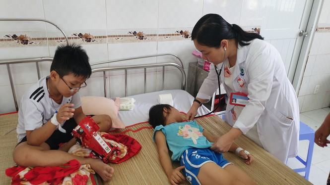 5 mẹ con ngộ độc thuốc trừ cỏ sau mâu thuẫn gia đình - ảnh 2