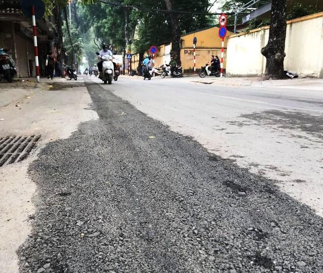 Con đường bị đào bới, chắp vá ở Hà Nội làm lại vẫn ẩu - ảnh 1