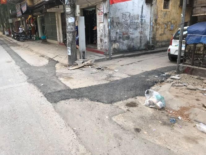 Con đường bị đào bới, chắp vá ở Hà Nội làm lại vẫn ẩu - ảnh 3