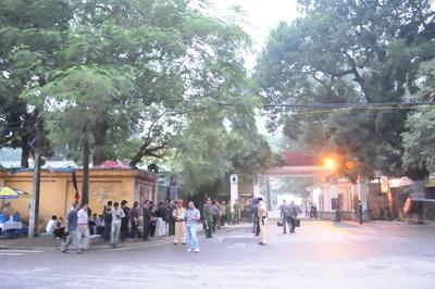 Quang cảnh nhà tang lễ số 5 Lê Thánh Tông trong buổi sáng nay