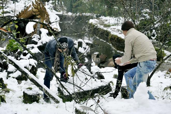 Khách du lịch đổ xô lên Sa Pa đón tuyết trắng - ảnh 6