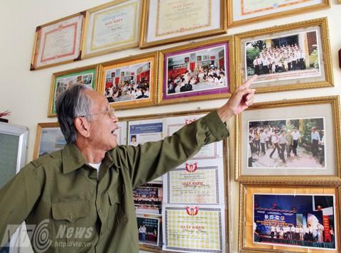 Ông Cung Văn Hóa (người nhận nuôi Hoàng Thân) nhớ lại kỷ niệm được gặp Đại tướng tại nhà riêng 30 Hoàng Diệu (Ảnh: Phạm Thịnh)