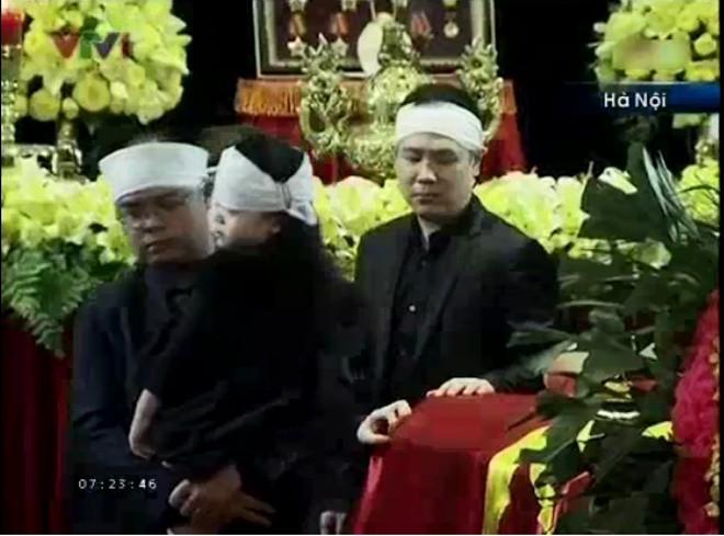 Hai người cháu nội từng có những chia sẻ rất xúc động về ông của mình             Bài viết: http://news.zing.vn/Chau-noi-Dai-tuong-lang-nguoi-truoc-linh-cuu-ong-post359956.html#home_featured.noibat             Nguồn Zing News
