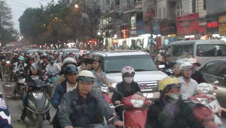Hà Nội vẫn tắc đường trầm trọng - ảnh 7