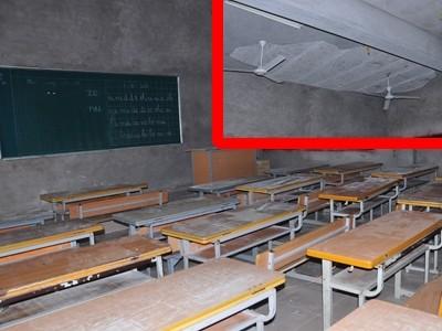 Mảng vữa trần lớp học (ảnh nhỏ) rơi đúng vị trí cô giáo và ba học sinh đang đứng