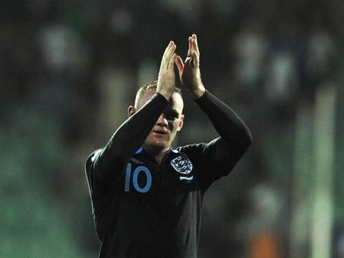 Nhưng bây giờ, trên sân cỏ Rooney vẫn là một người hùng