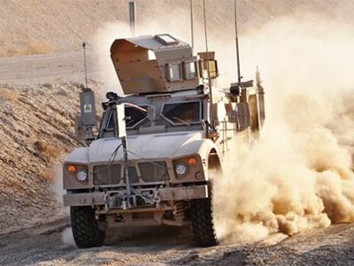 Oshkosh M-ATV - xe bảo vệ chuyên dụng trong quân đội trang bị hệ thống phá sóng ở những chiến trường đặc biệt. Hai lốp của nó là loại run-fat, có thể đi 50 km ở tốc độ 50 km/h khi bị bắn thủng. Hệ thống treo độc lập vượt địa hình và dàn khung chống đạn