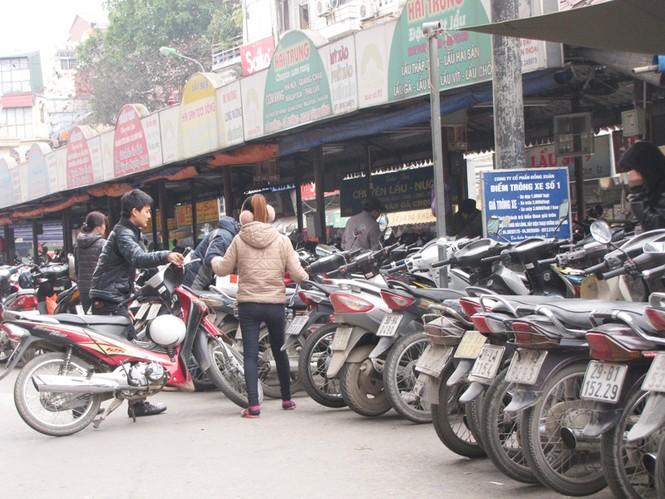 Gửi được xe vào bãi của chợ Đồng Xuân không phải dễẢnh: Trường Phong