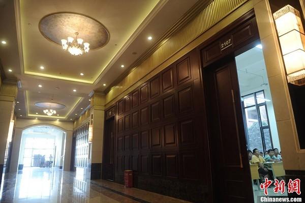 Không gian sang trọng và tĩnh lặng trong giờ các sinh viên vào lớp.             Bài viết: http://news.zing.vn/Truong-dai-hoc-sang-nhu-khach-san-5-sao-post359992.html#home_cate.tinmoi             Nguồn Zing News