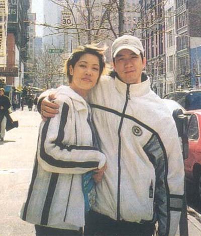 Thu Phương và Huy MC khi còn mặn nồng             Bài viết: http://news.zing.vn/Thu-Phuong-ly-hon-bat-ngo-de-co-cuoc-tinh-dinh-menh-post360494.html#home_featured.tinnong             Nguồn Zing News