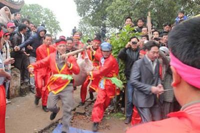 Những lễ hội... rùng mình tại Việt Nam - ảnh 1