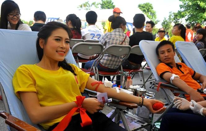 Lò Thị Minh, tham gia hiến máu tình nguyện