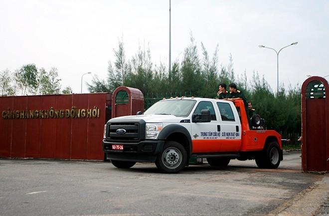 7h30 sáng 12/10, đoàn xe bắt đầu diễn tập từ khu vực cảng hàng không Đồng Hới về khu vực Vũng Chùa             Bài viết: http://news.zing.vn/Doan-xe-tang-le-tai-Quang-Binh-dien-tap-trong-mua-post359630.html#home_featured.tinnong             Nguồn Zing News