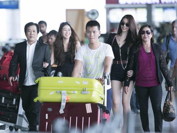 Khánh My gây chú ý ở sân bay với chân dài thẳng tắp - ảnh 3