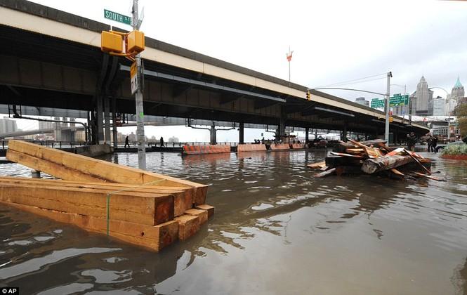Đường sá, cầu cống hư hại nghiêm trọng