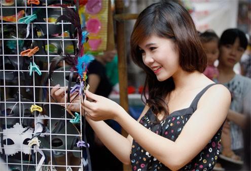 Võ Thị Thu Hoài, gương mặt sinh viên ấn tượng nhất năm 2010, giải phong cách Miss PNJ, Top 4 diễn viên trẻ giải
