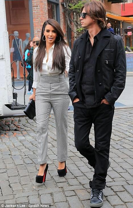 Kim Kardashian xinh đẹp và duyên dáng trên phố