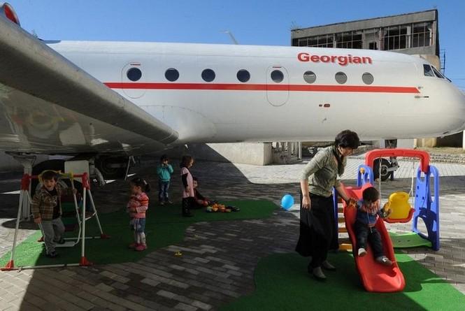 Biến máy bay thành lớp học mẫu giáo - ảnh 1