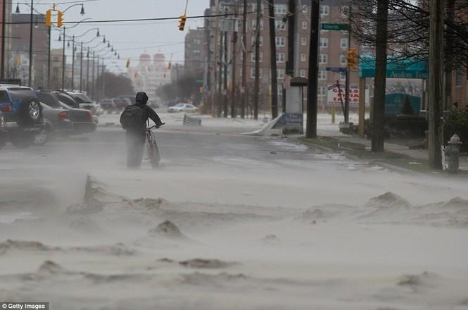 Tình trạng mất điện ở New York do siêu bão Sandy gây ra đang kéo dài hai hoặc ba ngày nữa