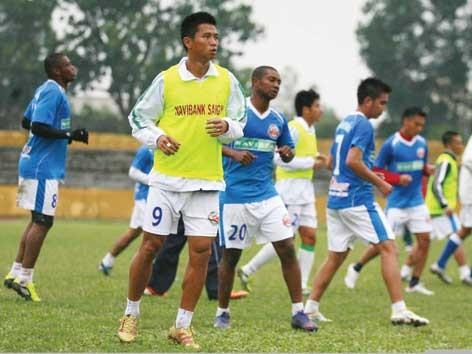 Các cựu cầu thủ Navibank Sài Gòn dự tính kiện đội bóng cũ do vẫn nợ họ gần 1 tỷ dù đã bán đội cho bầu Thụỵ ảnh: Hồng Vĩnh.