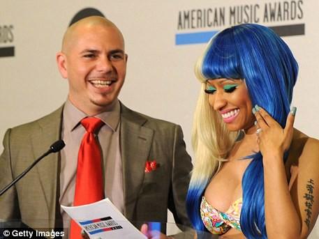 Nicki Minaj và rapper Pitbull trong buổi công bố đề cử