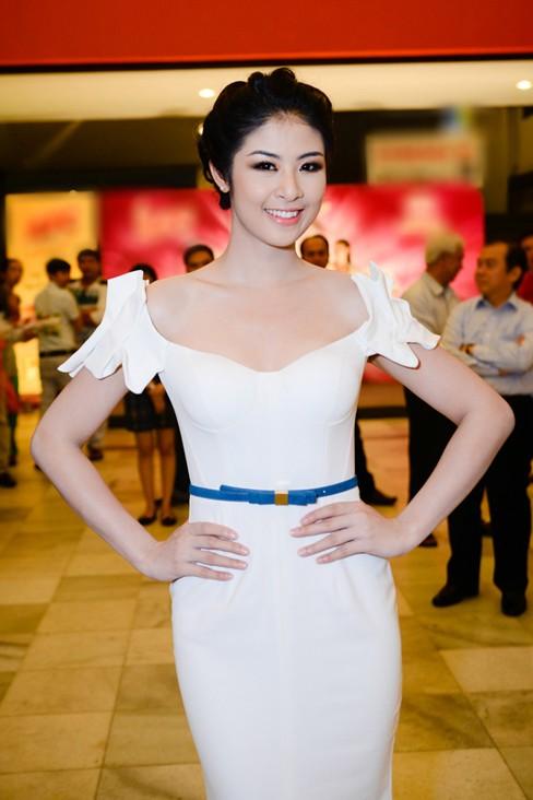 Hoa hậu Ngọc Hân xinh đẹp, gợi cảm làm giám khảo - ảnh 2