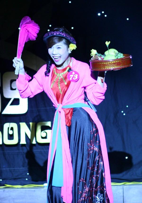 Trần Thị Dung (ĐH Thăng Long)hóa thân thành Thị Mầu