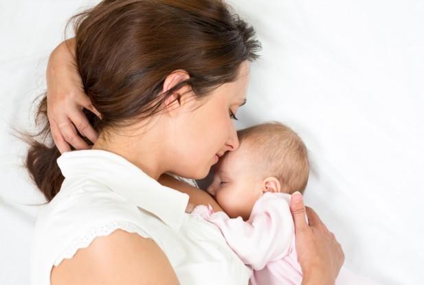 Trẻ em ngày nay bị cai sữa mẹ quá sớm - ảnh 1