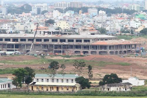 Khu nhà chính đang được thi công trong công trình sân golf tại sân bay Tân Sơn Nhất