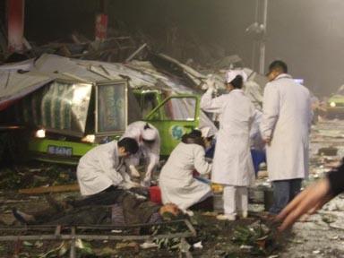 Các bác sĩ có mặt tại hiện trường để cứu thương