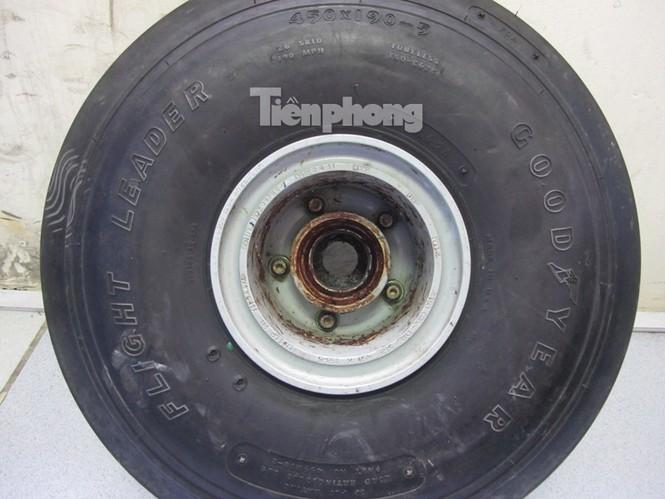 Chiếc lốp máy bay được tìm thấy vẫn còn nguyên vẹn