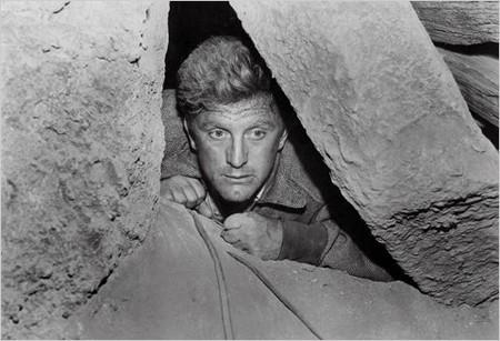 Cảnh trong phim Người đàn ông kẹt dưới hầm
