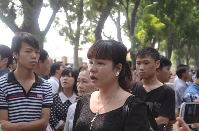 Hàng nghìn người mang hoa đến cổng nhà Đại tướng - ảnh 8