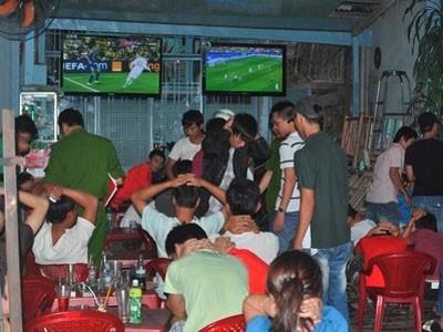 Một trận cá độ bóng đá bị bắt quả tang
