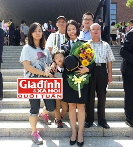 Ngọc Lan bên gia đình của mình. Ảnh T.G