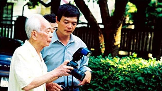Phút riêng tư của Đại tướng với con trai cả Võ Điện Biên năm 1993.