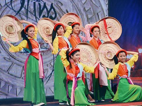 Thùy Linh đăng quang Hoa hậu người Việt tại Séc - ảnh 12