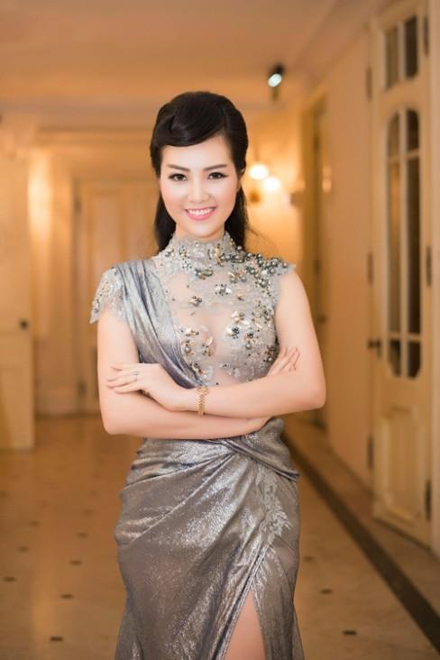 Á hậu Thụy Vân vô cùng xinh đẹp khi tái xuất showbiz
