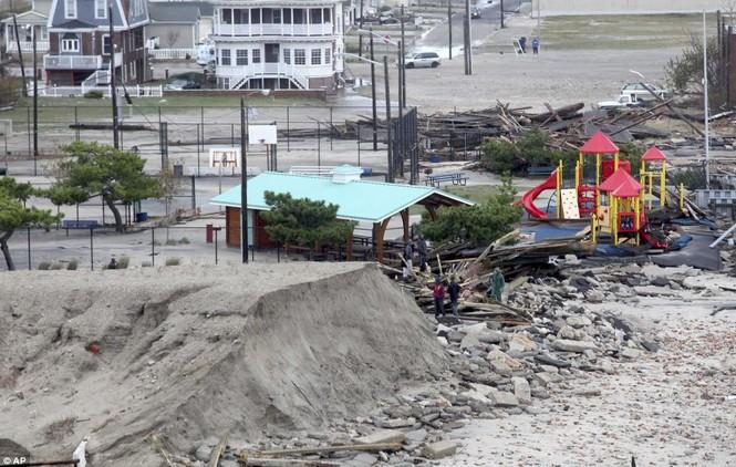 Quang cảnh hoang tàn khi bão Sandy quét qua