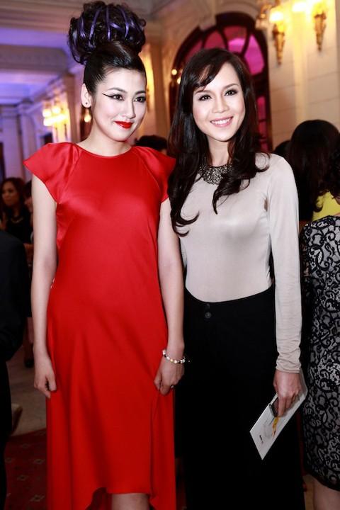 Cô khoe sắc bên đàn em, Á hậu Việt Nam 2012 Dương Tú Anh