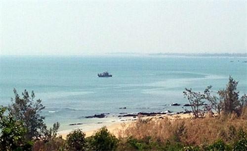Tàu tuần tiễu của Bộ đội Biên phòng Quảng Bình bảo vệ khu vực Vũng Chùa - Đảo Yến