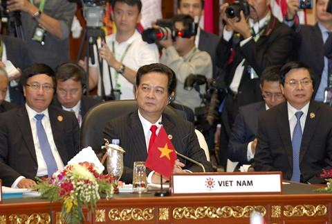 Thủ tướng Nguyễn Tấn Dũng nhấn mạnh hòa bình, ổn định ở Biển Đông - ảnh 1