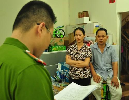 Vợ chồng Thanh nghe đọc lệnh bắt