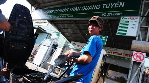 Cửa hàng xăng dầu DNTN Trần Quang Tuyến (thị trấn Tân Túc, huyện Bình Chánh, TP.HCM) có mẫu xăng 92 khi thử nghiệm chỉ còn là xăng 85