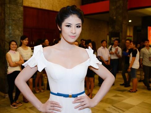 Hoa hậu Ngọc Hân xinh đẹp, gợi cảm làm giám khảo - ảnh 3