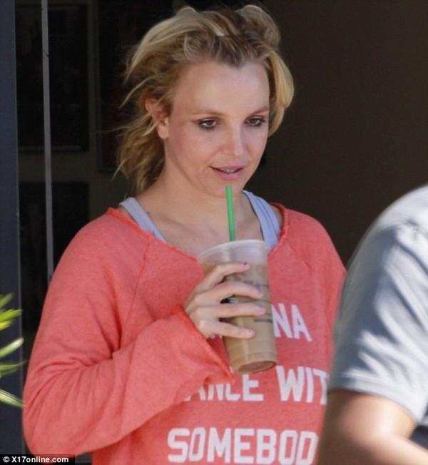 Britney Spears lại luộm thuộm trên phố - ảnh 4