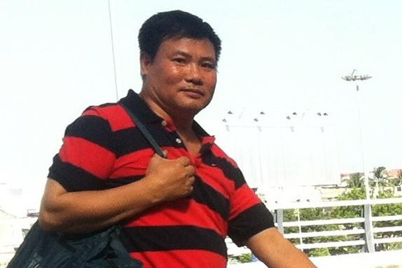 Ông Trương Duy Nhất được đưa ra sân bay Đà Nẵng để di lý ra Hà Nội phục vụ công tác điều tra (ảnh chụp lúc 15g10 ngày 26-5 tại sân bay Đà Nẵng) Ảnh: Tuổi trẻ