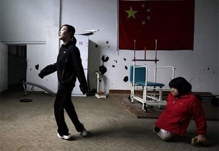 Hình ảnh Hongyan năm 16 tuổi trong một ca tập chạy bộ trước khi dự giải London 2012 Paralympic Games