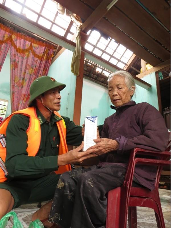 Ông Lương Ngọc Bội, tặng sữa cho mẹ liệt sỹ