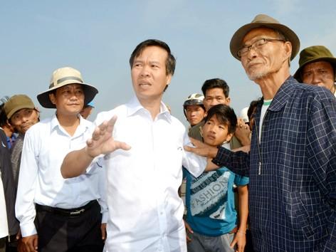 Bí thư Tỉnh ủy Võ Văn Thưởng lắng nghe ý kiến người dân
